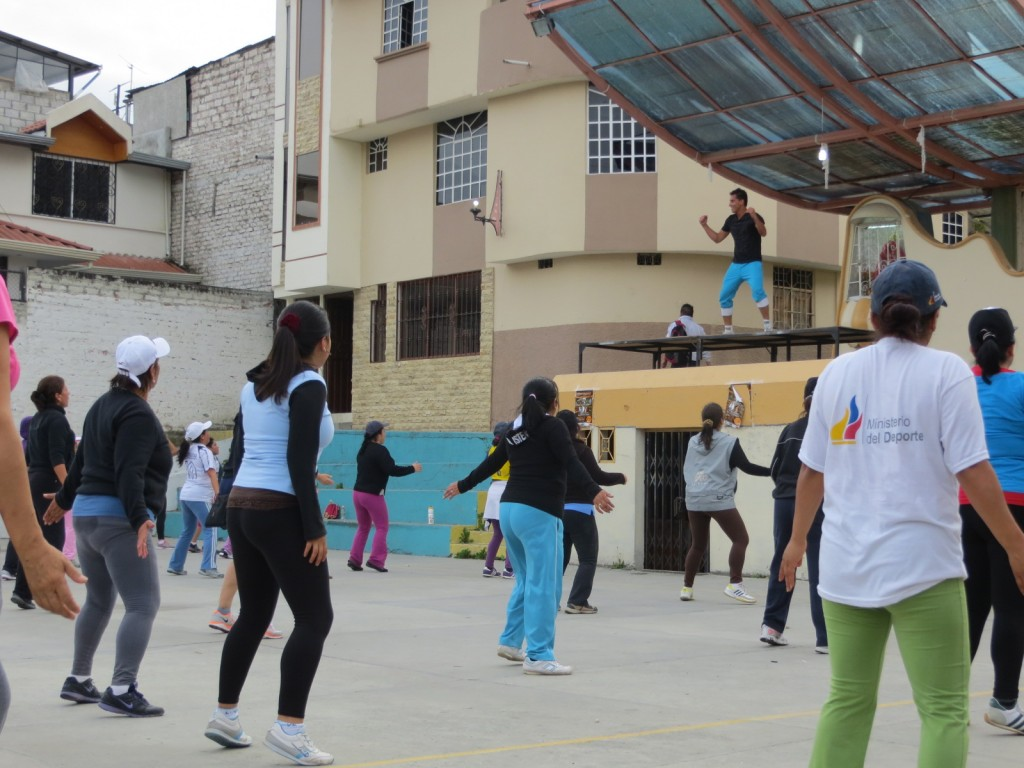 The bailoterapia workouts filled the volleyball court and spilled onto the street, with 100+ attendees in every class.