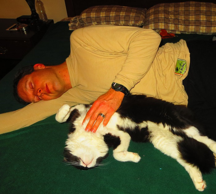 The supremely ecstatic puddy cat getting some love from Keith.