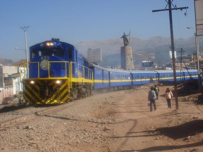 Perurail_train_Cusco_Puno