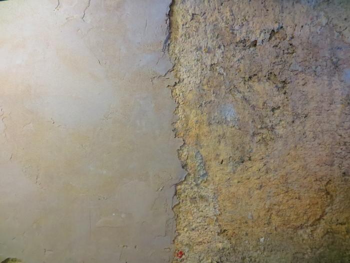 Lime plaster in earthbag house
